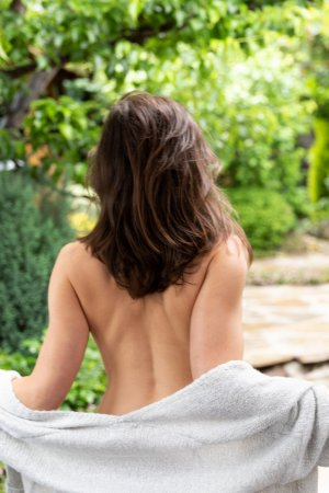 Cristalle nuru massage, escort