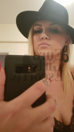 Brenda escort girl in Hampton Bays NY